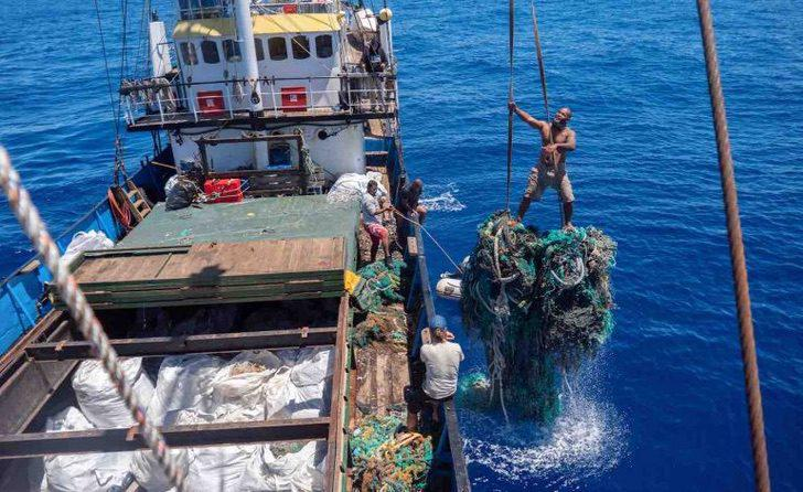 Giant-net-going-into-boat-hold-clean-up-Ocean-Voyages-Institute-768x471-1